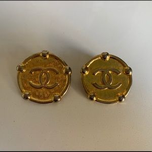 Vintage CHENEL clip on earrings